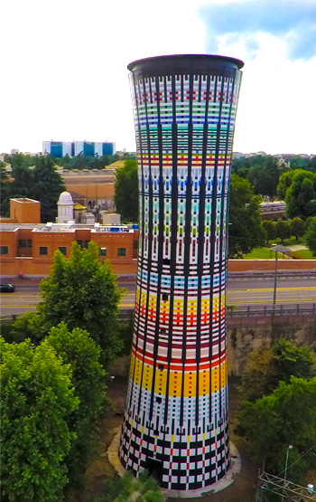 Torre Arcobaleno di Milano - Il Totem Ceramico Colorato