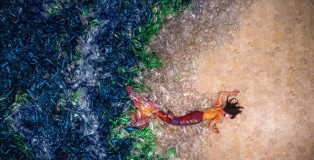 Benjamin Von Wong - Mermaids hate plastic