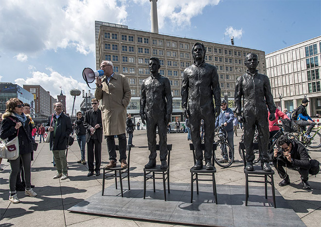 Davide Dormino - Anything to say? A monument to courage,  Berlin, Alexanderplatz May 1st, 2015
