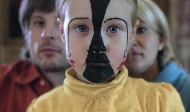 Elpris - Animali Alieni. Regia: Gianluca Grandinetti. Soggetto: Giulia Grandinetti & Gianluca Grandinetti. Opere originali: Sebastian Bieniek
