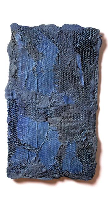Manuel Grosso - Charta, 2016, strappo, schiume poliuretaniche, sabbia, elastici, acrilici, stoffa, tavola, 80x58x1 cm
