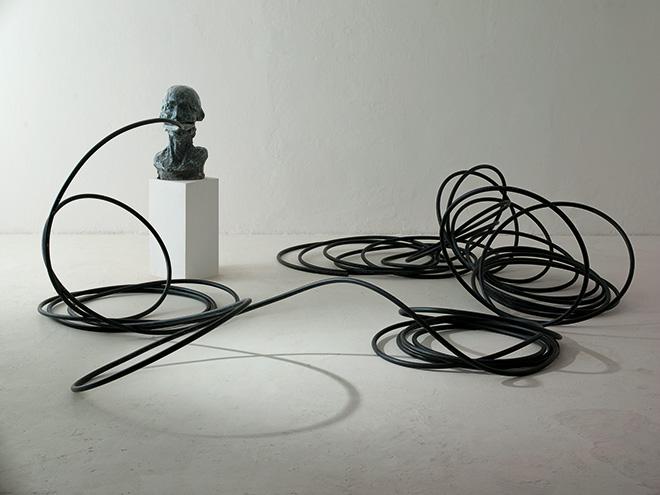 Erich Turroni - Mantice, 2015, vetroresina, legno, tubo in polietilene, dimensioni ambiente
