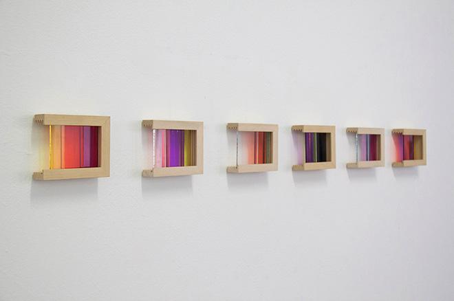 Giulia Fumagalli (Italia) - Cromatismo visivo, 2014, vetri colorati e struttura in legno, cm 12x14 cad