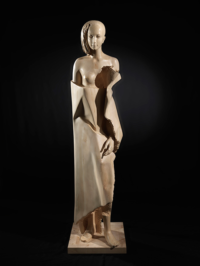 Giorgio Conta - Girl with bathrobe, 2016, wood / legno, 180x47x63 cm