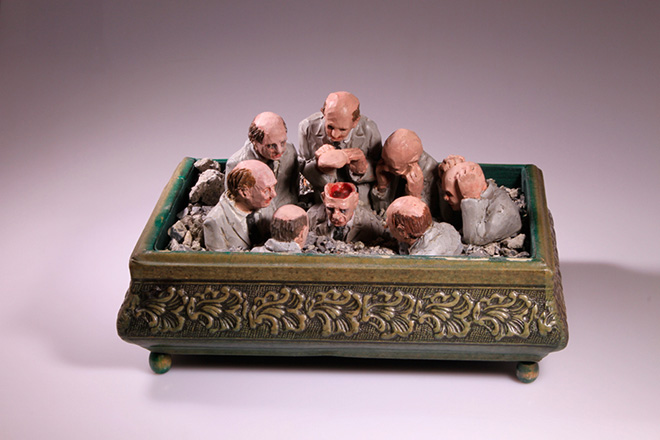 Isaac Cordal - Follow the leaders, resin & debris & cardboard. 16 X 28,5 x 20CM.