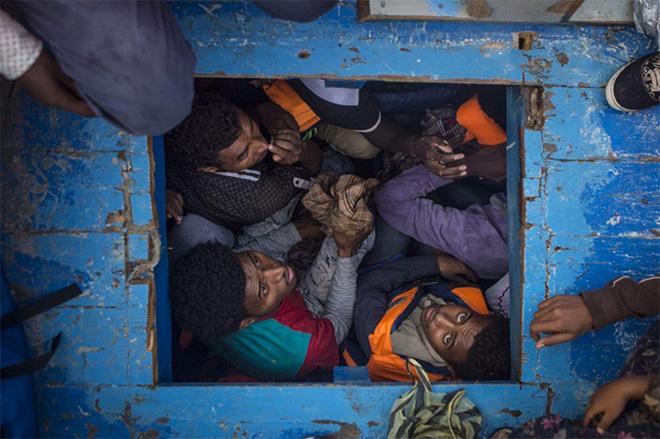 Mathieu Willcocks - Mediterranean Migration, Mediterranean Sea, June 29, 2016, World Press Photo 2017, Spot News, third prize stories