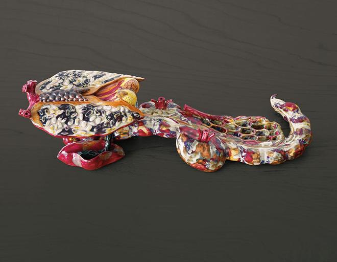 AI WEIWEI - Ruyi, 2012, porcellana, 14 x 38 x 10 cm. Collezione privata, Courtesy Chambers Fine Art