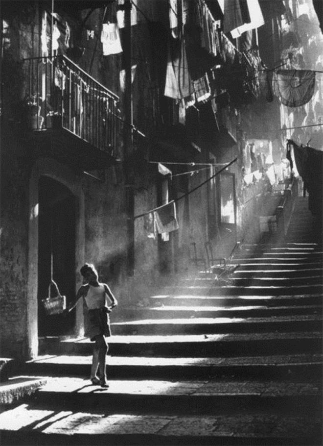 Piergiorgio Branzi - Vicolo di Napoli, 1957