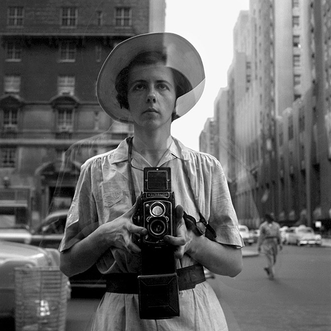 Vivian Maier - New York, 10 settembre, 1955. © Vivian Maier/Maloof Collection, Courtesy Howard Greenberg Gallery, New York