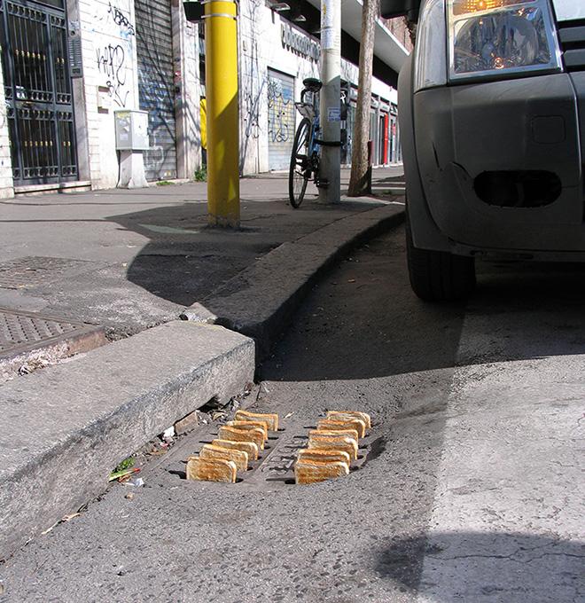 Mark Jenkins - Urban toaster, Rome, Italy, 2012