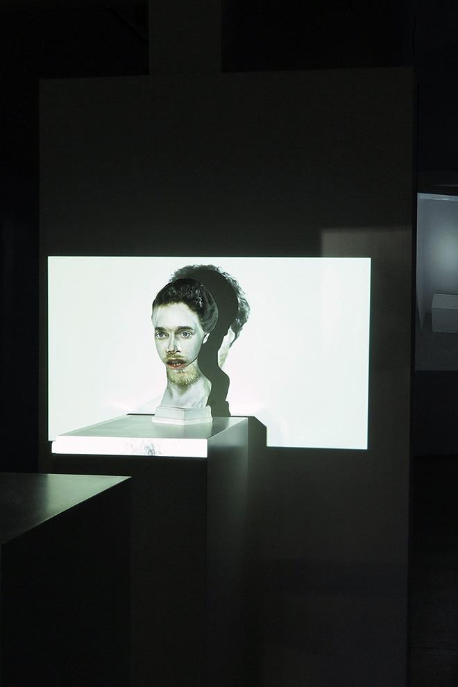 mustafa sabbagh - rinasci:mentale, 2015, installazione multimediale [scultura in gesso + video HD], dimensioni variabili