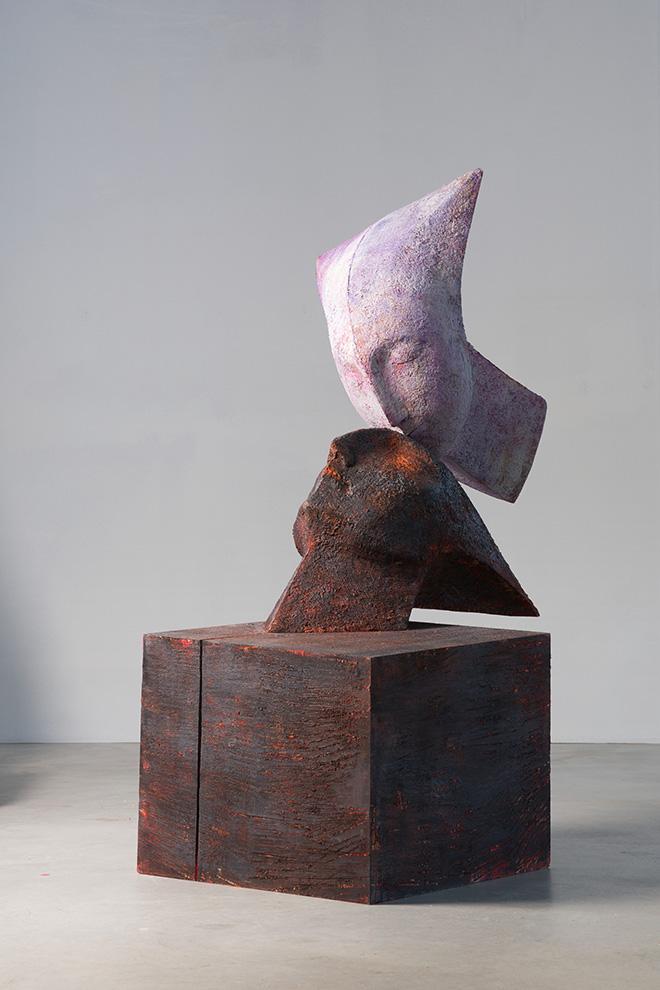 Wilhelm Senoner - Bacio, 2013, legno di tiglio, colori acrilici e terre, cm 188x72x70