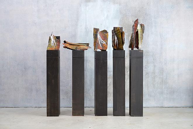 Wilhelm Senoner - Rocce, 2017, dipinti tridimensionali legno di tiglio, colori acrilici e terre, cm 40x20x20 cad.