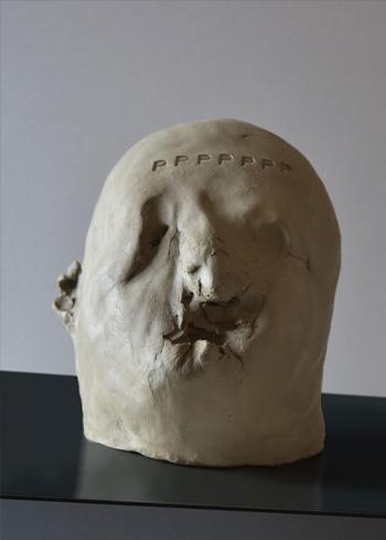 Lello Torchia - Dante sette P (particolare, 2017) - ferro e argilla, 20 x 20 x 175 cm