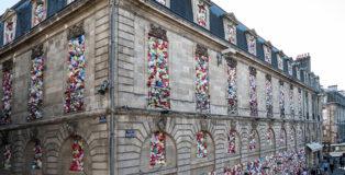 Luzinterruptus - The Plastic We live With, installation in Bordeaux, 2017. photo credit: Lola Martinez