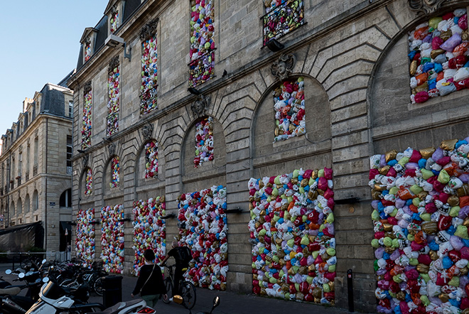 Luzinterruptus - The Plastic We live With, installation in Bordeaux, 2017. photo credit: Lola Martinez