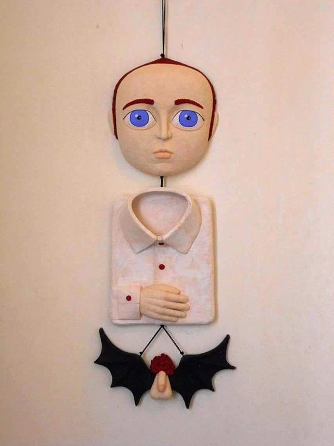 Debora Malis - Lui, terracotta policroma, 23 x 62 cm