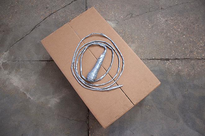 sislej xhafa - dressed tone, 2007. microfono, nastro adesivo argentato – lunghezza: mt 1 ca. credits: alicia luxem – courtesy: l'artista, galleria continua [san gimignano]