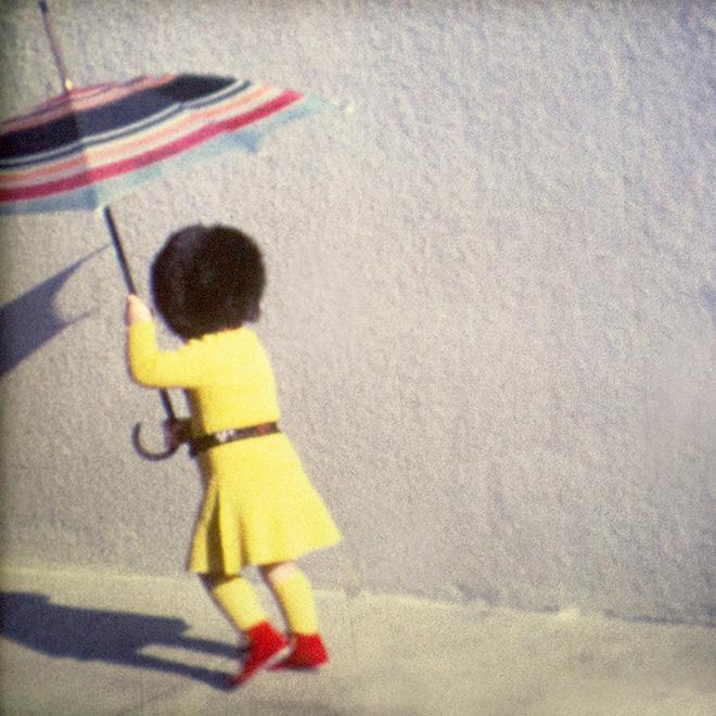 Francesca Catellani - Cortile (Reggio Emilia, 1974), fotografia per installazione Memories in Super8, stampa digitale su carta fotografica, cm. 17x17, Galleria Parmeggiani, Reggio Emilia, 2018