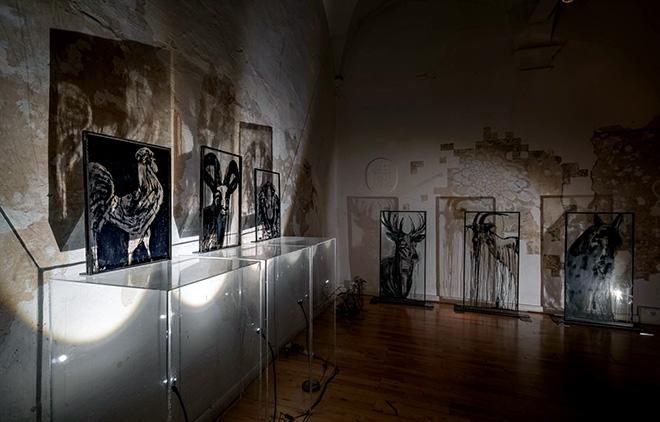 Maria Pia Picozza - Pandemia, installazione pittorica, Galleria Portanova12, Bologna