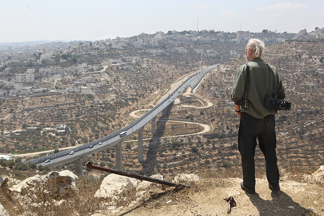 Josef Koudelka in Gilo settlement (overlooking Bethlehem) - KOUDELKA Shooting Holy Land. Copyright: Gilad Baram