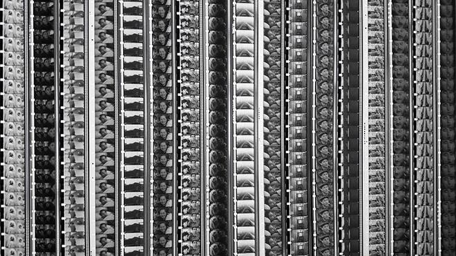 Fabrizio Segaricci - TFR #3 settimane mesi anni (part.), 2017, lightbox e pellicola 16mm, 200x35x15,5 cm