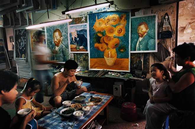 China's van Goghs - Eating and raising children under the gaze of Van Goghs.©Haibo YU. A film documentary by Haibo Yu & Kiki Tianqi Yu