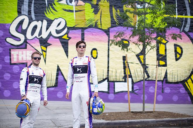 D*Face + Kaspersky Lab - Sam Bird e Alex Lynn, Piloti team DS Virgin Racing (Formula E) di fronte a Save The World, murale in Brooklyn, New York