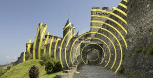 Felice Varini - CONCENTRIQUES EXCENTRIQUES, installation, Carcassonne, 2018