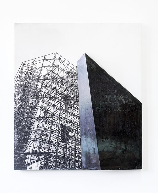 Ulrich Egger - no face, 2018, fotoprint su canvas e ferro, cm 116x100x13
