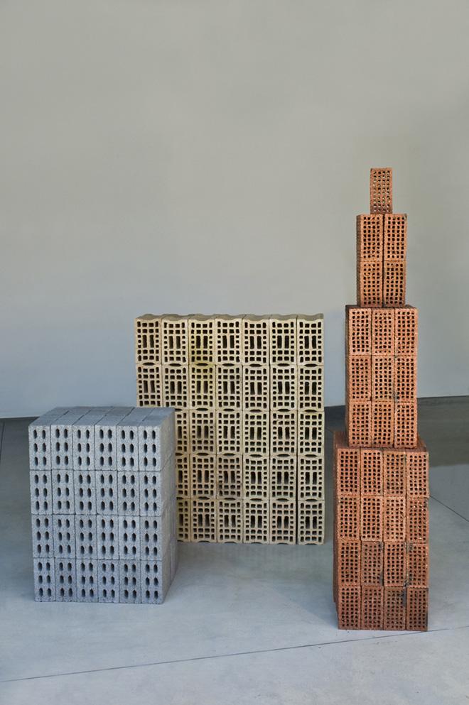 Tony Cragg - Buildings, mattoni. La Gaia Collection