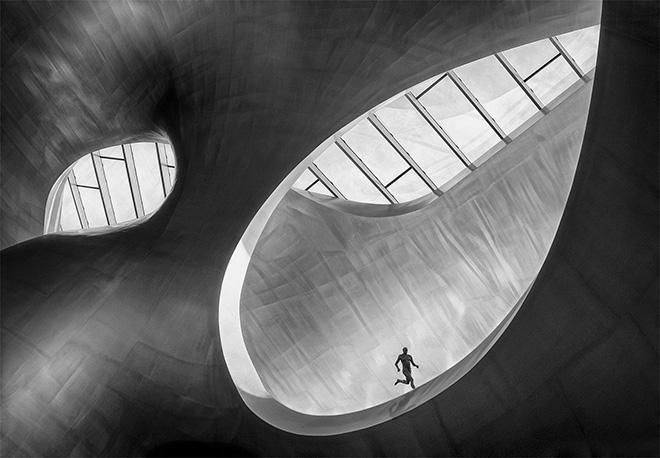 Marcel van Balken (NL) - RUNNER. Location: Arnhem (The Netherlands). General Monochrome category, 1° CLASSIFIED. Siena International Photo Awards 2018.