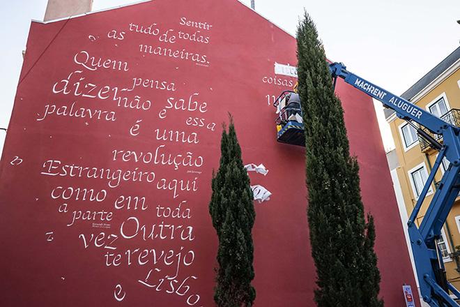 Opiemme - A Fernando Pessoa e Josè Saramago, 2018. Rua do Patrocinio 110, quartiere Campo De Ourique, Lisbona. photo credit: José Frade.