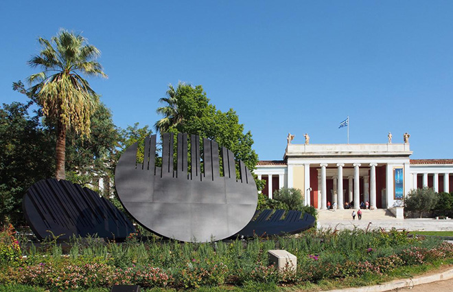 Venia Dimitrakopoulou - Promahones, 2014 - installazione 2016 Museo Archeologico Nazionale di Atene, acciaio, 3 elementi, diametro m 6 cad