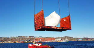 Ice Watch London - Harvesting ice at Nuuk Port and Harbour, Greenland Photo: Kuupik V. Kleist © 2018 Olafur Eliasson