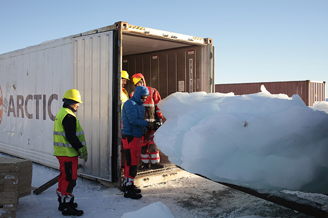 Ice Watch London - Loading ice at Nuuk Port and Harbour, Greenland Photo: Studio Olafur Eliasson - © 2018 Olafur Eliasson