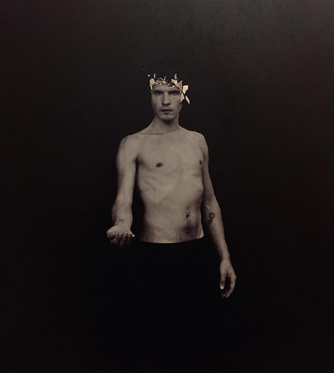 Sergio Policchio - Portatore di fuoco, 2018, fotografia marmo e vetro su tavola. Vibra - spazio contemporaneo di idee(Ravenna) - SetUp Contemporary Art Fair 2019, Bologna.