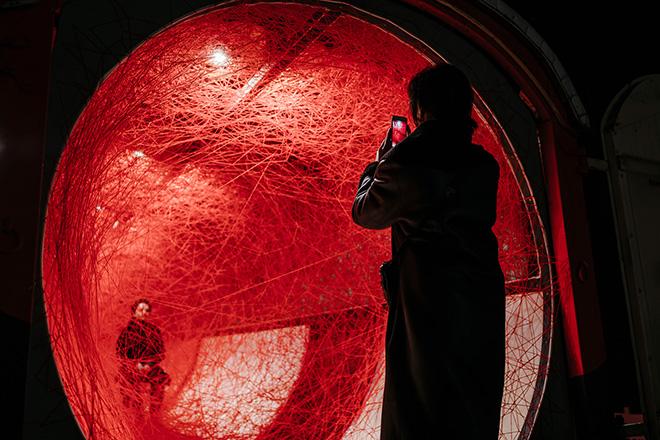 Chiharu Shiota - Lifelines. © Kulturprojecte Berlin. Photo credit: Alexander Rentsch
