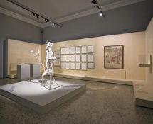 Picasso - Metamorfosi, Palazzo Reale, Milano, allestimento Scultura Donna in giardino