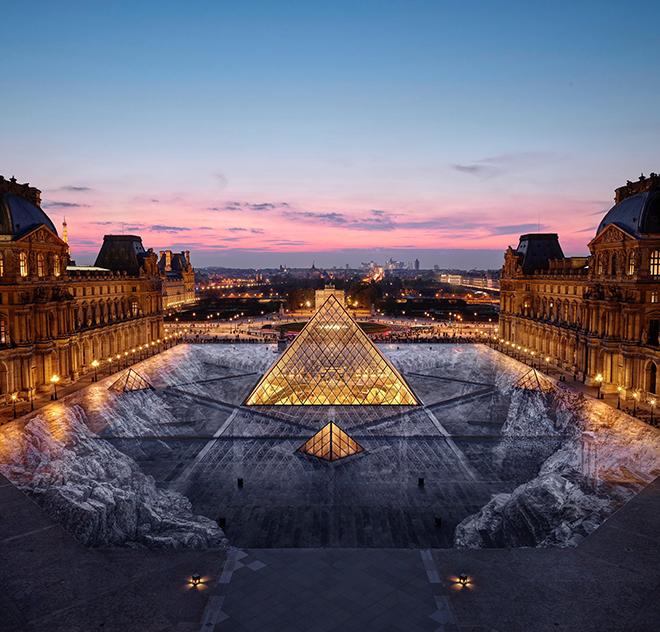 JR - Louvre: Il segreto della grande piramide, Parigi