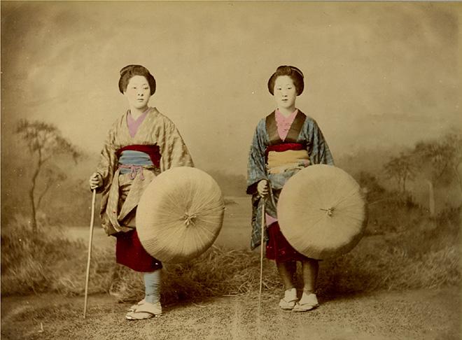 Viaggiatrici. Fotografia all'albumina. Periodo Meiji (1868 - 1912)