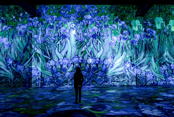 VAN GOGH - Starry night, Atelier des Lumières, Paris. © Culturespaces : E. Spiller