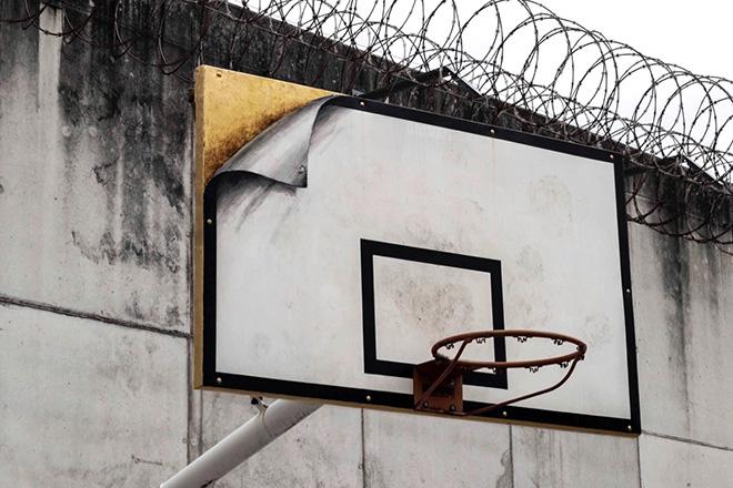 Pejac - Hidden Value, Gold Mine, street art nella prigione El Dueso, Santander, 2019