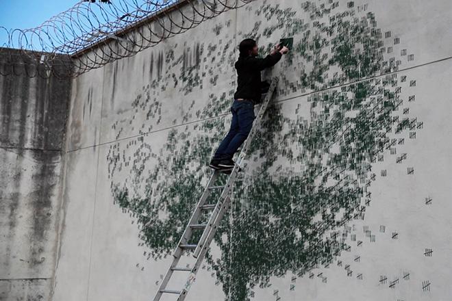Pejac - The shape of days, Gold Mine, street art nella prigione El Dueso, Santander, 2019