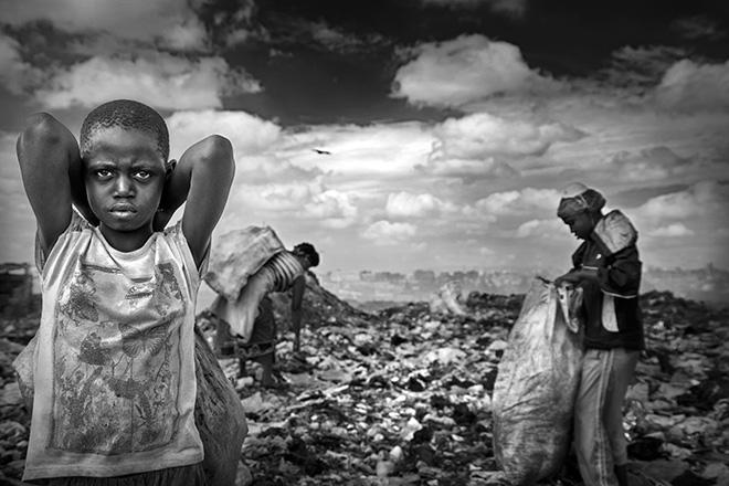 Valentina Tamborra (AMREF) - Chokorà, il barattolo che voleva suonare. Bambini di strada nelle discariche di Nairobi.