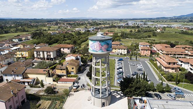 Torre pensile dipinta da Refreshink, Montopoli (Pisa), Rainbow 2019. Ph.: Claudio Bellosta Studio