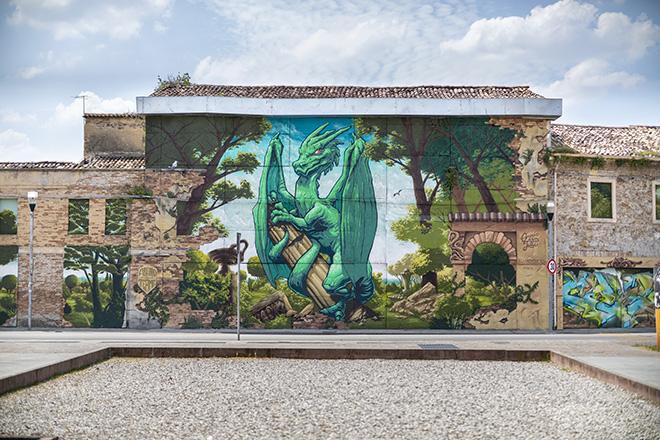 LA CRÉMERIE: Abano Terme - Edificio fronte Duomo (Quartiere San Lorenzo), opera su muro.