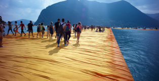 CHRISTO - Walking on Water, di Andrey Paounov