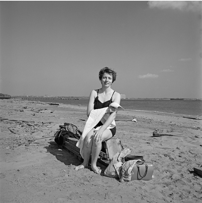 Self-portrait on a beach in New York's Staten Island, 1954. Image size: 12x12 inch (30,48 x 30,48 cm) Paper size: 20x16 inch (50,8 x 40,64 cm) ©Estate of Vivian Maier, Courtesy of Maloof Collection and Howard Greenberg Gallery, NY