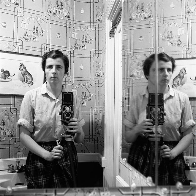 1955. Image size: 12x12 inch (30,48 x 30,48 cm) Paper size: 20x16 inch (50,8 x 40,64 cm) ©Estate of Vivian Maier, Courtesy of Maloof Collection and Howard Greenberg Gallery, NY